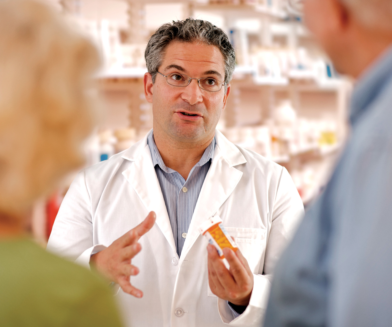 HOPA Drug Updates image of pharmacist talking to patients